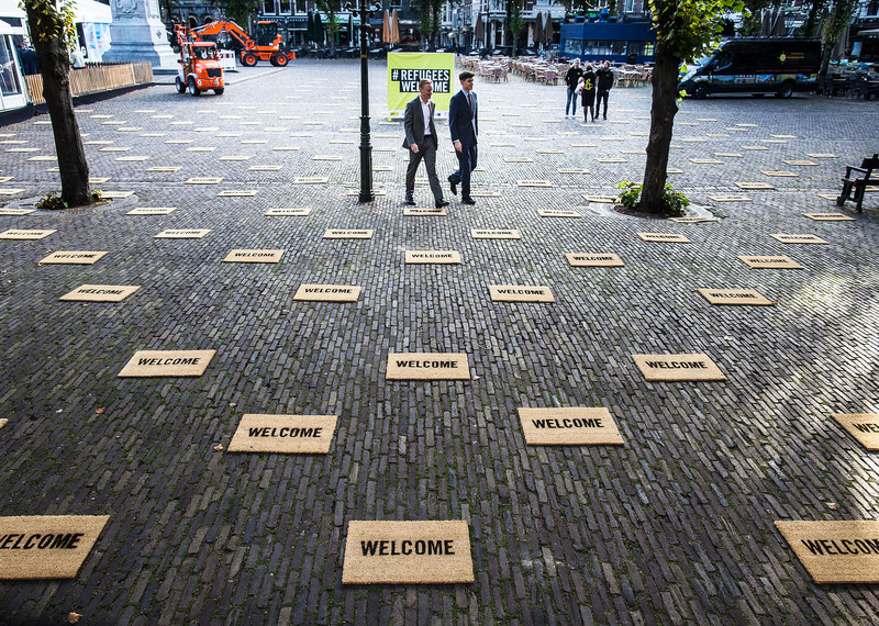 Activists from Amnesty International Netherlands laid out 400 doormats in front of Parliament to draw attention on the world refugee crisis, The Hague, Netherlands, September 2015 © Amnesty International