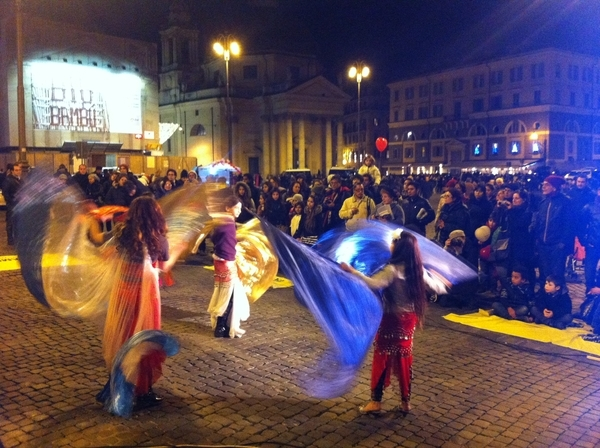 The Roma dance group Cheja Chelen performing in Piazza del Popolo, Rome, as part of Amnesty International's campaign for Rights for Roma in Italy, 22 December 2012. © Amnesty International