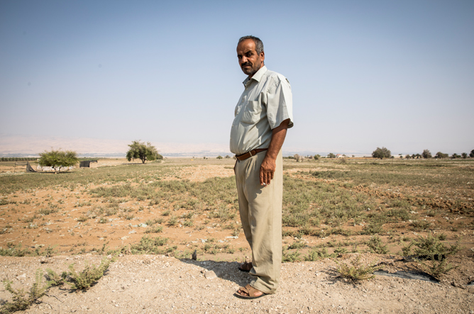 Issa Nijoum is a former citrus farmer from Al-Auja who now only grows less water intensive crops such as squash and cucumber. In 2017, he only had access to water for 40 days during the growing season, which usually falls from February to March, and the squash crops were ruined. He explained that usually his crops require 120 days of water a year. © Amnesty International