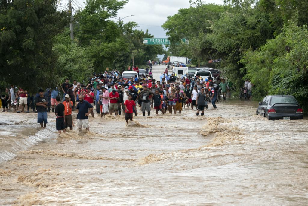 The highway between San Pedro Sula and La Lima flooded after hurricane Iota struck. Photo: Encarni Pindado